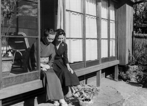 Michiko cùng mẹ.