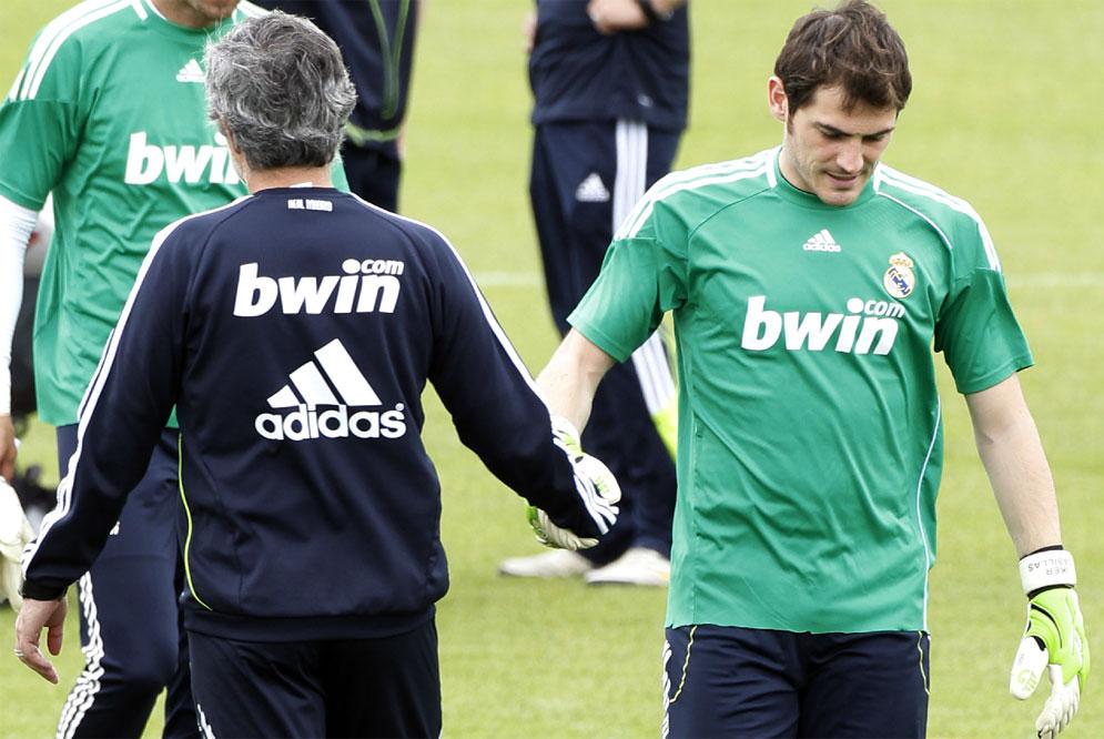 Muối mặt nhận lỗi đi Casillas