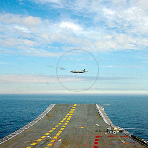Bức ảnh chụp máy bay P-3C đang do thám tàu sân bay Vikramaditya