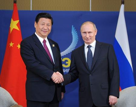 Chủ tịch Trung Quốc Tập Cận Bình gặp Tổng thống Nga Vladimir Putin tại Hội nghị thượng đỉnh APEC tại Bali, Indonesia.