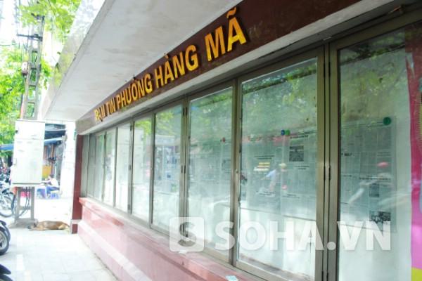 Trạm tin phường Hàng Mã cũng là nơi địa điểm đọc báo