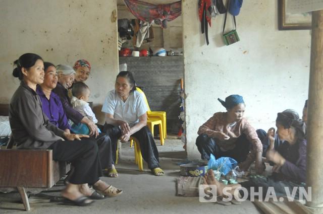 Trong những ngày qua, luôn có những người thân đến thăm anh Chấn