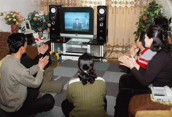 Phòng khách của một gia đình khá giả ở Triều Tiên.