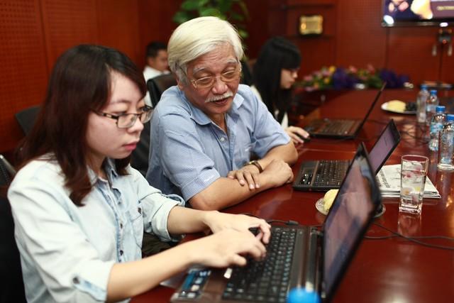 """Nhà sử học Dương Trung Quốc tại buổi giao lưu Giao lưu trực tuyến Quốc tế với chủ đề """"Đại tướng Võ Nguyên Giáp và bài học lòng dân""""."""
