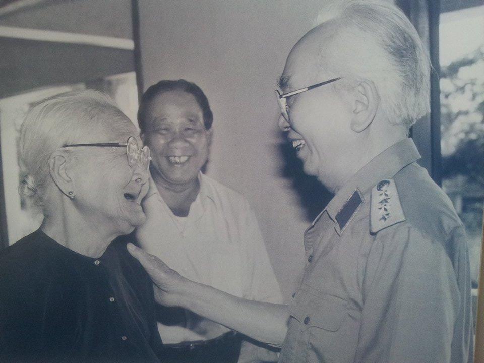 Những khoảnh khắc Đại tướng cười tươi, gần gũi nhân dân