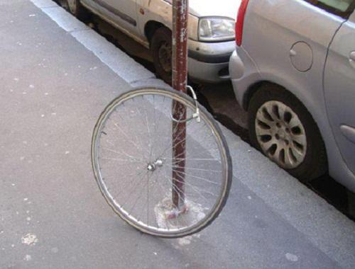 Chỉ còn lại chiếc bánh xe...