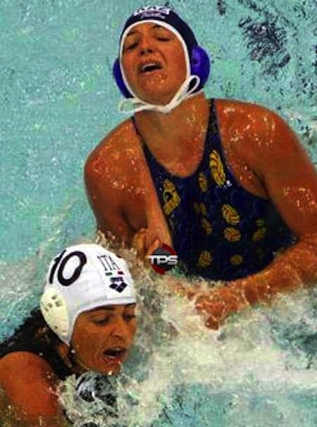 """Bóng nước quả thực là một môn thể thao """"nguy hiểm"""" đối với các VĐV nữ"""