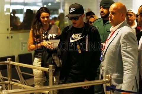 Neymar đặt chân tới phi trường El Prat