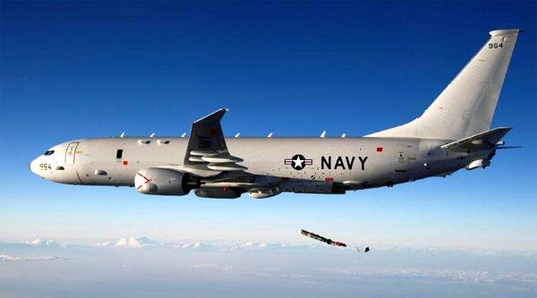 Máy bay săn ngầm P-8 đang thả ngư lôi Mk-54