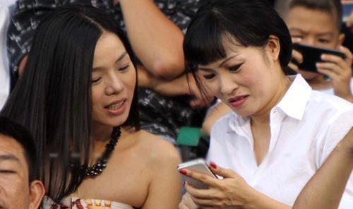 """Soi ''dế'' yêu của sao Việt: SmartPhone và cả """"cục gạch"""""""
