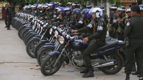 Quân cảnh Campuchia được triển khai tại Stung Meanchey (Phnom Penh), nơi Thủ tướng Hun Sen xuất hiện trước công chúng lần đầu tiên kể từ sau ngày bầu cử
