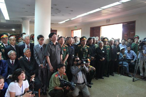 Quảng Bình: Mang đất từ miền Nam ra viếng Đại tướng