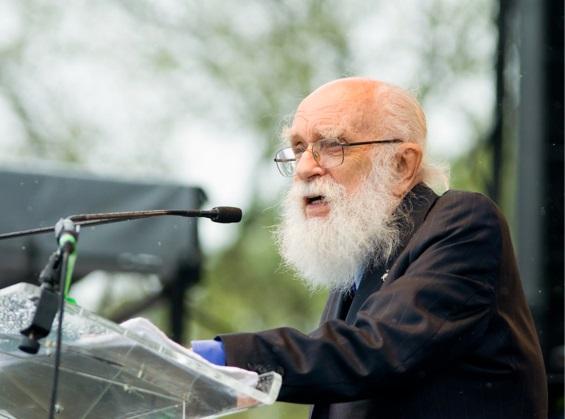 James Randi, người treo giải thưởng 1 triệu USD cho ai chứng minh được ngoại cảm và các khả năng siêu nhiên khác của con người là có thật