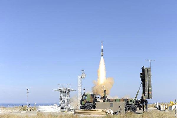 SAMP/T là hệ thống phòng không mạnh nhất của châu Âu. Tuy vậy nó vẫn chưa thể so sánh với S-300 của Nga ở một số khía cạnh kỹ chiến thuật.