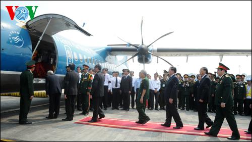 Máy bay đưa Đại tướng về quê Quảng Bình.