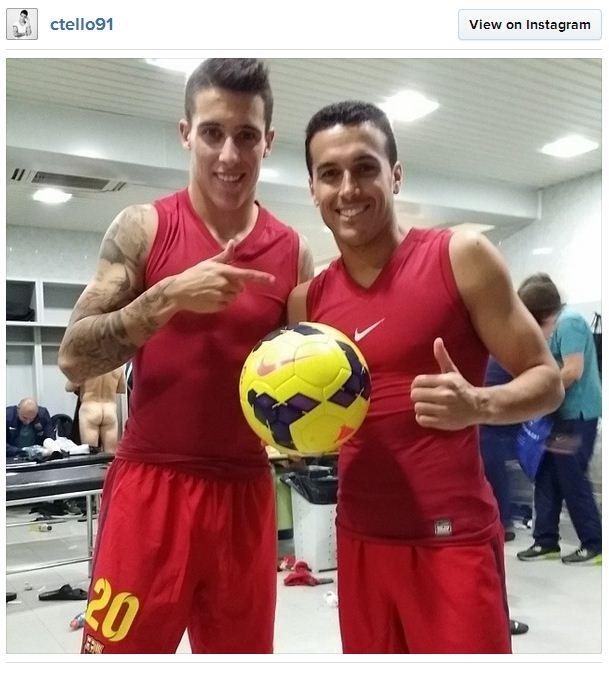 Cristian Tello đã vô tình đăng ảnh một cầu thủ khác của Barca đang trong tình trạng không mảnh vải che thân.