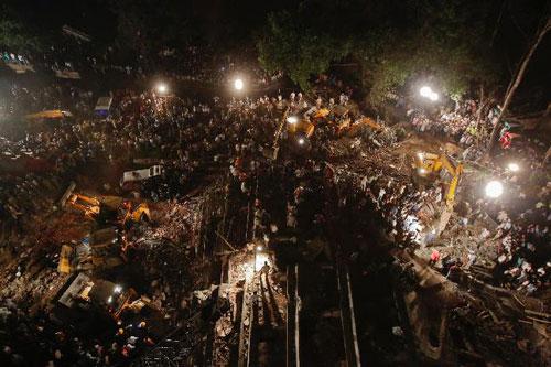 Sập nhà 7 tầng ở Ấn Độ, gần 90 người thương vong