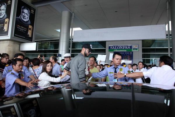 Hình ảnh Omar tại sân bay Tân Sơn Nhất