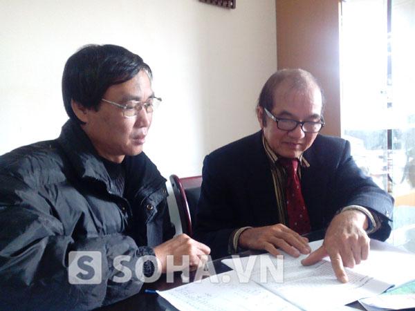 Ông Phạm Đức Quang và TS Vũ Văn Bằng đang trao đổi về kết quả quá trình khảo sát, tìm kiếm thi thể chị Huyền của các nhà khoa học.
