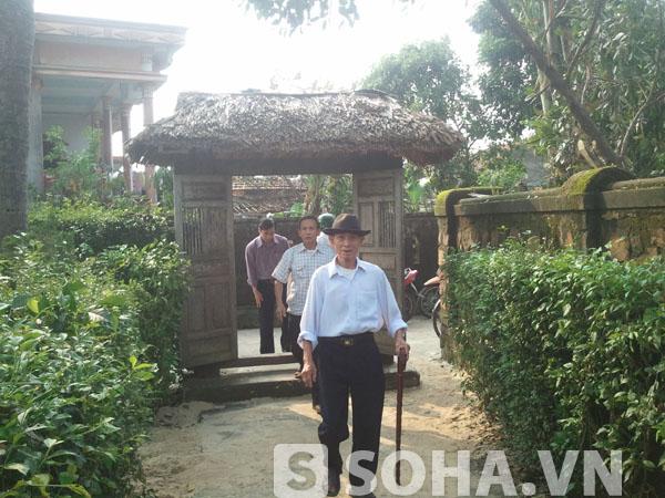 Khi hay tin Đại tướng từ trần rất nhiều người dân, cựu chiến binh từ các nơi đã trở về dâng hương, tưởng niệm ông.
