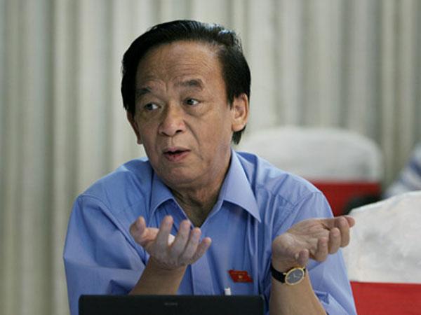 GS.TS.NGND Nguyễn Lân Dũng.