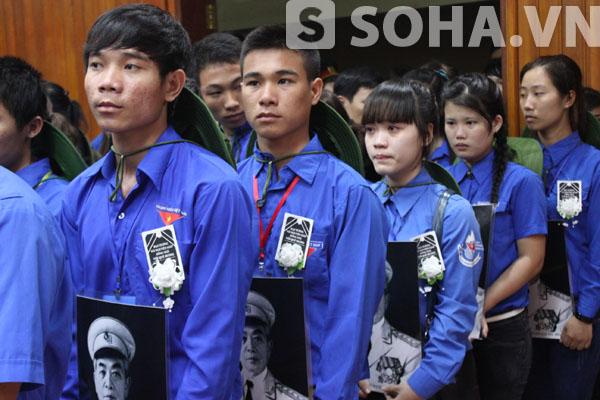 Được mang di ảnh Đại tướng và đeo tang Đại tướng là niềm vinh dự, tự hào của mỗi thanh niên trong lễ viếng hôm nay.