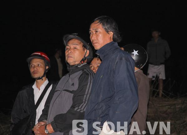 Ông Quang (đứng ngoài cùng, bên phải) cùng một số thành viên trong gia đình.