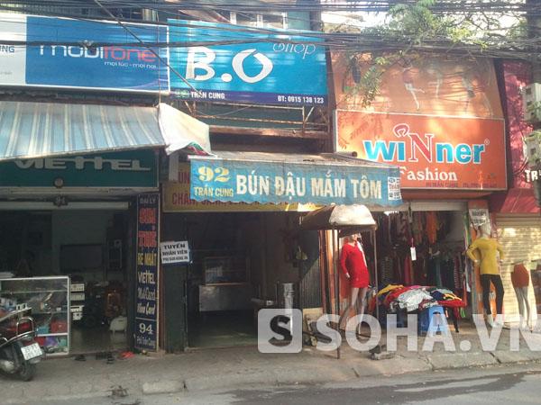 Trên đường Trần Cung không có ngõ 92 mà chỉ có số nhà 92 và đây là một quán bán hàng ăn bình thường.