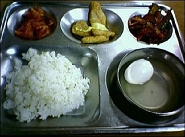 Một suất ăn nghèo nàn dành cho binh sĩ Hàn Quốc