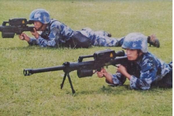 Súng phóng lựu mới của Trung Quốc không linh hoạt như XM-25 chỉ có thể nằm bắn, không uy lực như ASG-30 và nòng dài hơn ASG-30