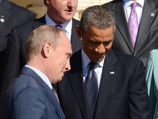 Tổng thống Nga Vladimir Putin bước ngang qua Tổng thống Obama trong Hội nghị thượng đỉnh G-20 ở St. Petersburg, Nga ngày 6/9/2013.