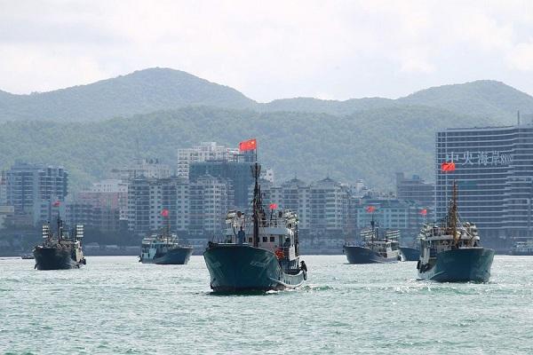 Tàu cá Trung Quốc tiến ra biển Đông.