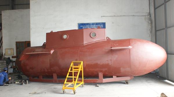 Việc hàn nối vỏ tàu phải thuê một công ty nước ngoài thực hiện, điều đó cho thấy bản thân nhà chế tạo không có nhiều kinh nghiệm trong công nghệ đóng tàu.