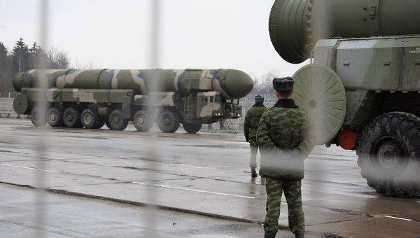 Tên lửa đạn đạo liên lục địa Topol (SS-25 Sickle) tham gia cuộc tập trận