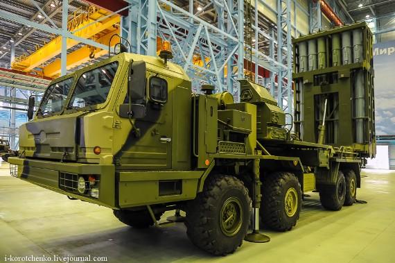Tên lửa được xây dựng trên khung gầm xe bánh lốp KAMAZ 8x8. Mỗi xe phóng được lắp 12 ống phóng tên lửa và giá phóng có thể được nâng lên vị trí thẳng đứng.