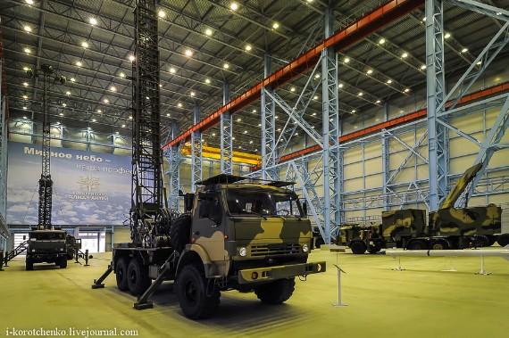 Cận cảnh tên lửa S-400 và 'người kế nhiệm' S-300 của Nga