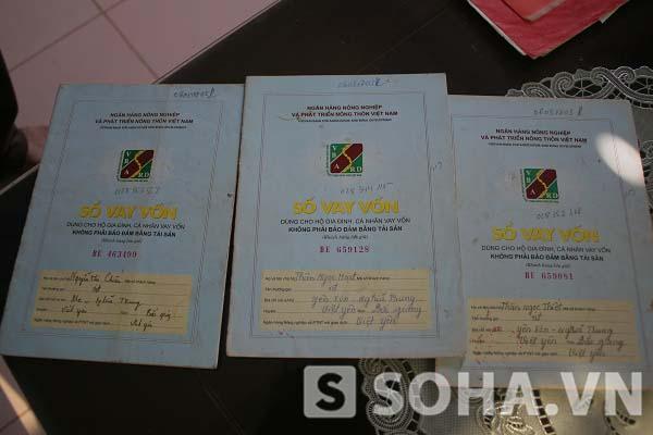 Những cuốn sổ vay vốn để giúp cho hành trình 10 năm kêu oan của gia đình ông Nguyễn Thanh Chấn