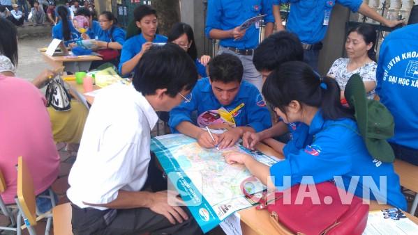 Ghi nhận tại địa điểm thi THPT Hoàng Liệt (điểm thi ĐH Xây dựng).
