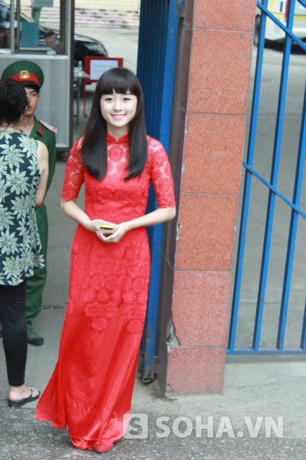 Rạng rỡ bước ra khỏi phòng thi (ĐH Văn hóa Nghệ thuật Quân đội) sáng nay, Thái Thanh Hiền tự tin, vui vẻ nói, phần thi của mình được thầy cô đánh giá thể hiện tốt.