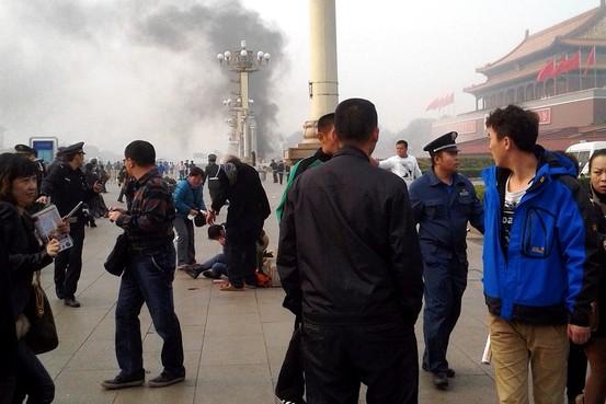 Cảnh sát Trung Quốc phong tỏa hiện trường sau khi vụ tấn công xảy ra.