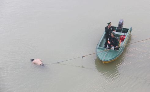 Thi thể nam thanh niên nổi trên sông Hàn