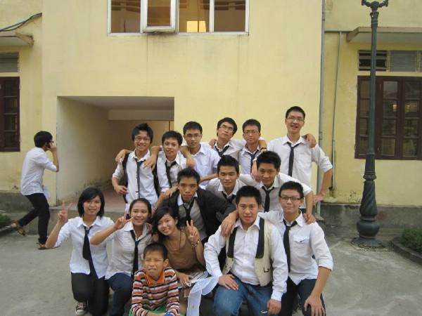 Thành Trung được bạn bè nhận xét là người hòa đồng, hiền lành.