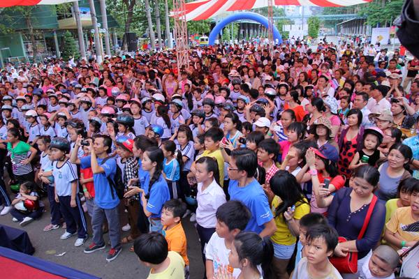 10.000 ngườiđã tham gia ngày hội Bé yêu nón bảo hiểm.