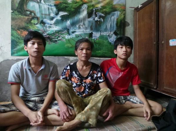 Hai anh em sinh đôi Tiến và Tiền là người chịu thương, chịu khó và ham học.