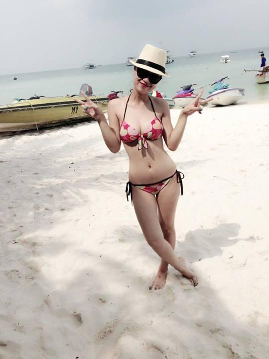 Những shoot hình bikini 'đốt mắt' của các nữ DJ hàng đầu Việt Nam