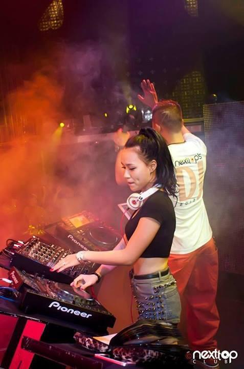 Ngắm DJ Tít 'quẩy tít' trên bar