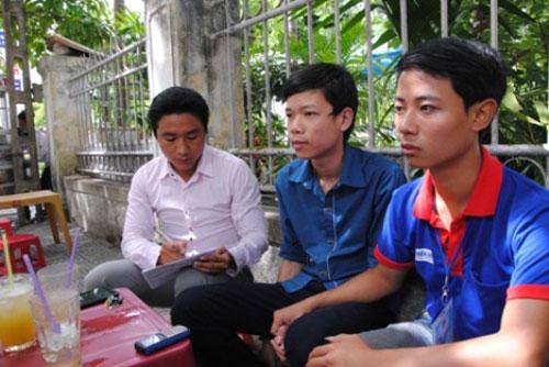 Sĩ tử Nguyễn Văn Minh (giữa) (Nguồn: Infonet)
