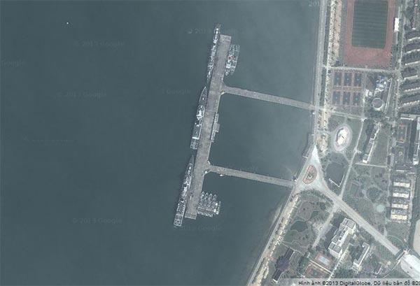Quân cảng Trạm Giang trụ sở của hạm đội Nam Hải ảnh chụp từ dịch vụ Google Maps.