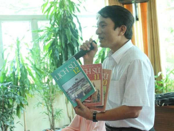 Thầy giáo Trần Trung Hiếu - GV chuyên Sử, THPT Chuyên Phan Bội Châu, Nghệ An.