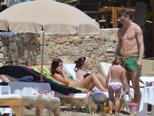Được đi nghỉ mát nhưng Fernando Tores vẫn còn cau có